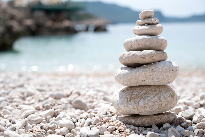 Balanced stones, Teamwork